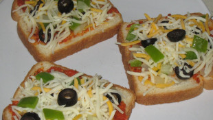 Ekmek Dilimi Üstünde Pizza