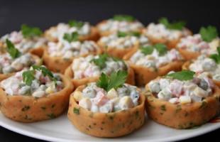 Patates Çanağında Rus Salatası
