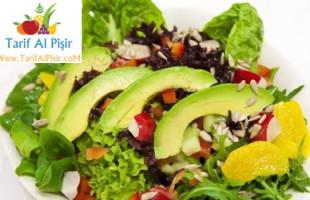 Çilekli,Yeşillikli Avakado Salatası